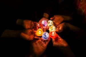 candles-in-dark-17060561920